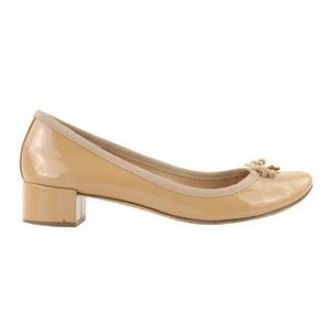 Tory Burch Beige Chelsea Patent Leather Pumps